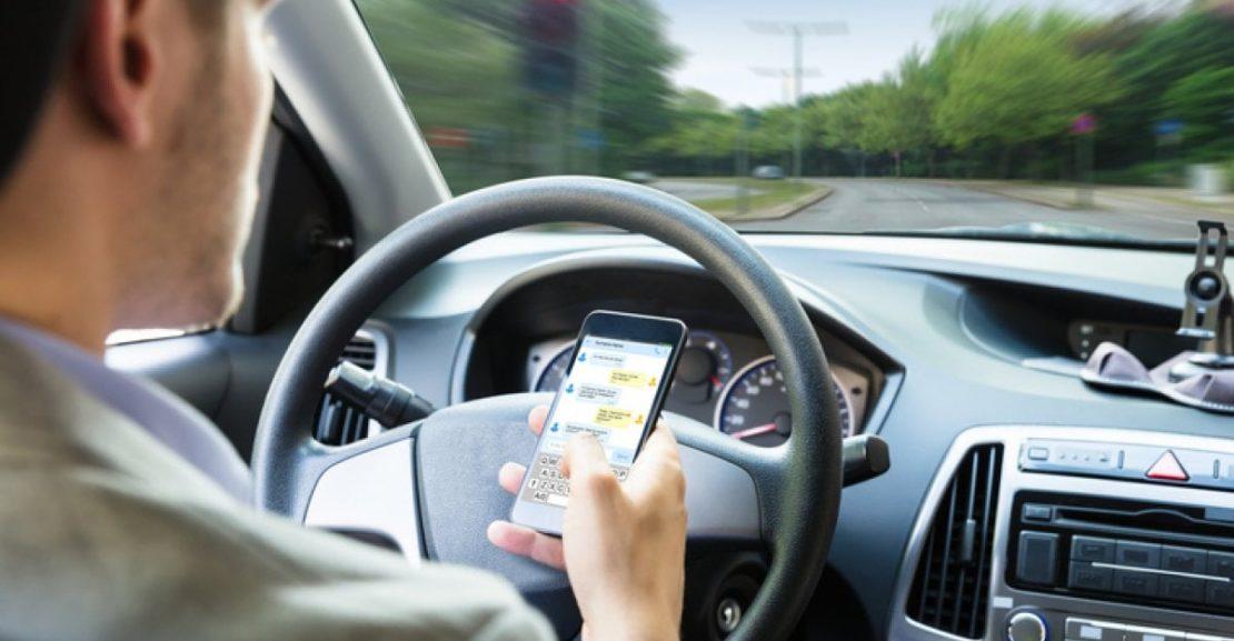 Multe per chi guida con il cellulare