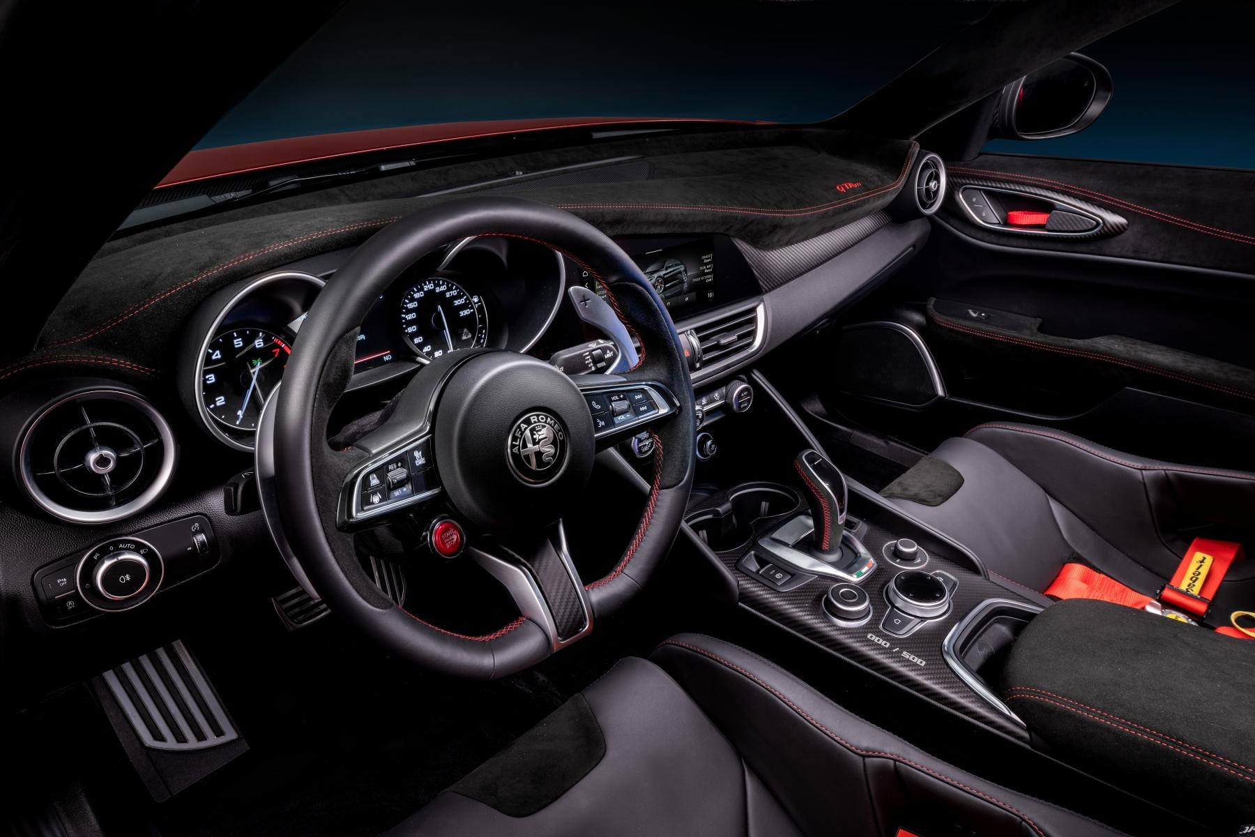 Alfa Romeo Giulia GTA e GTAm 2020 interno