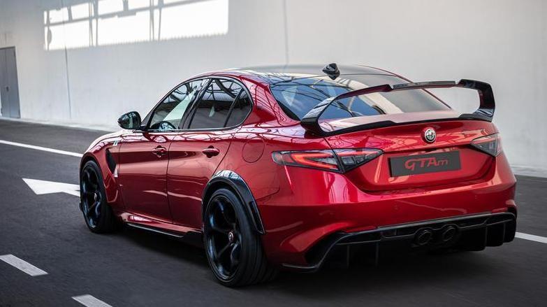 Alfa Romeo Giulia GTA e GTAm 2020 posteriore